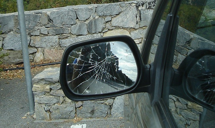 The Importance of Maintaining Your Car's Mirrors and Windows