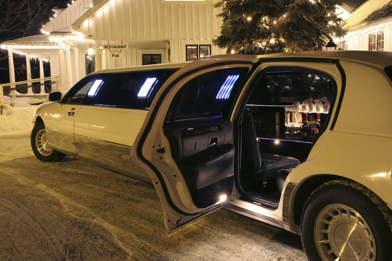 Hire limo service online and enjoy the night life in Toronto