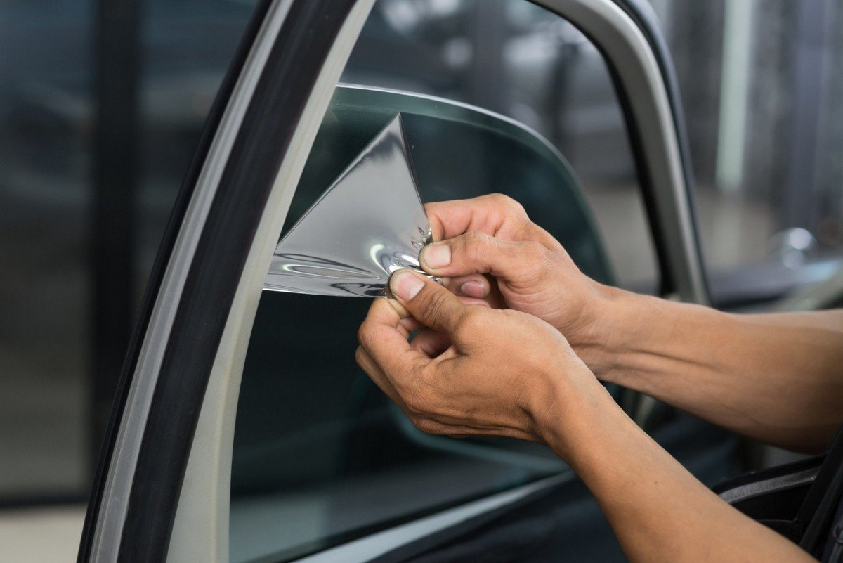 Benefits of Installing a Tinted Glass on Buildings and Vehicles