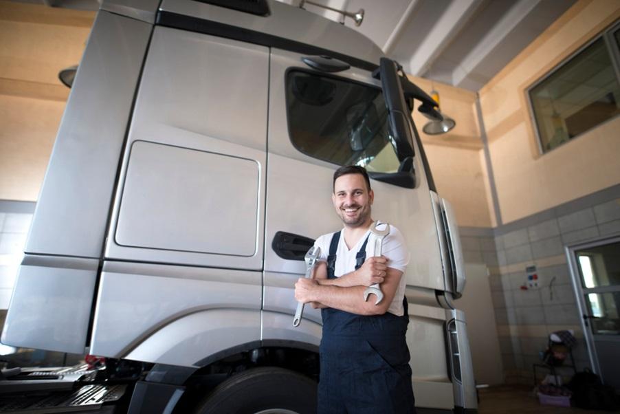 Role of a diesel truck mechanic